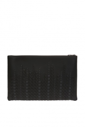 Clutch bag with an 'intercciato' braid od Bottega Veneta