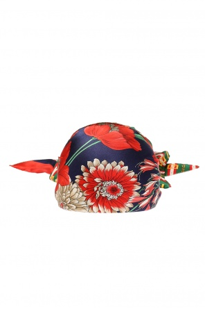 Hat with silk shawl od Gucci