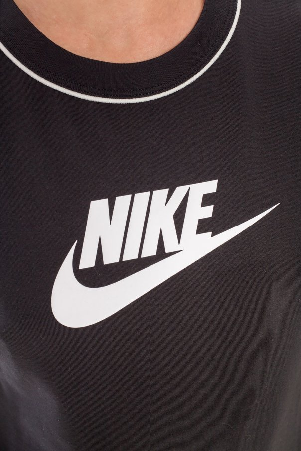 Body with logo od Nike