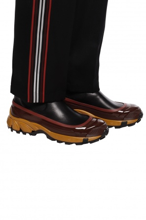 Chelsea boots with logo od Burberry