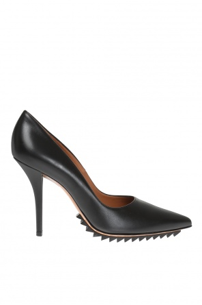 Pointed toe pumps od Givenchy