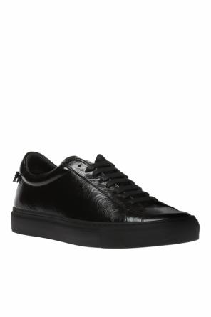Sport shoes with a logo od Givenchy