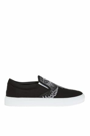 Sport shoes with an embroidered pattern od Marcelo Burlon