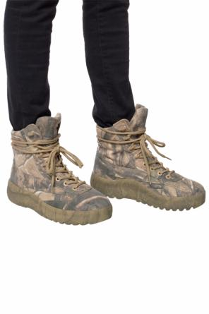 Patterned boots od Yeezy