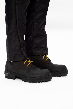Suede trekking boots with logo od Vetements