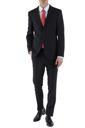 Single-vented suit od Burberry