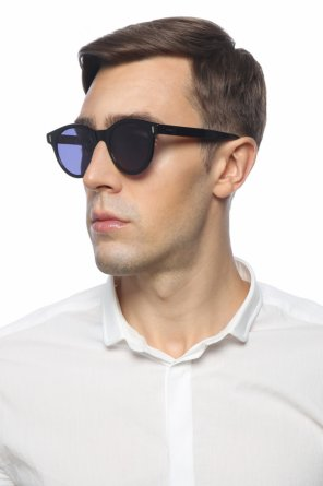 Sunglasses with an embossed logo od Fendi