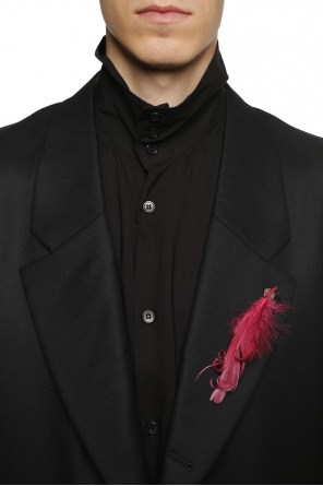 Goose feather pin od Ann Demeulemeester