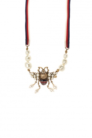 Necklace with a bee-shaped pendant od Gucci