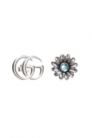 Silver earrings in the shape of a logo and a flower. od Gucci