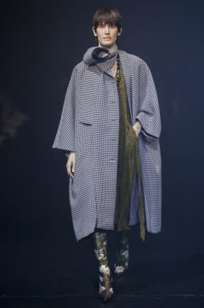 Patterned oversize coat od Balenciaga