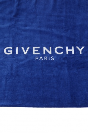 Towel with an embroidered logo od Givenchy