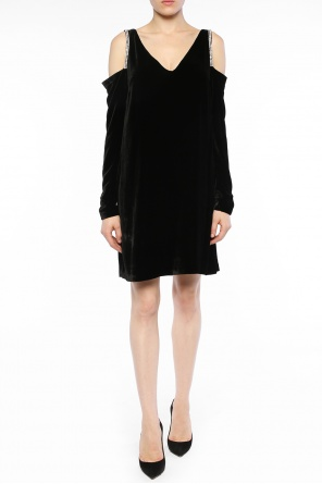 Open-shoulder velvet dress od McQ Alexander McQueen