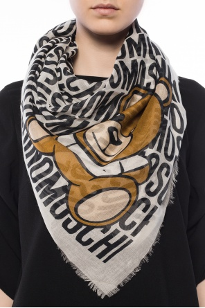 Teddy bear motif shawl od Moschino