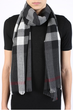 Check scarf od Burberry
