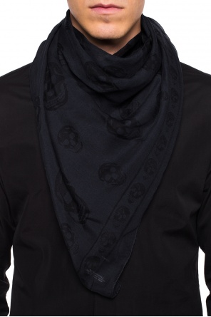 Scarf with skull motif od Alexander McQueen