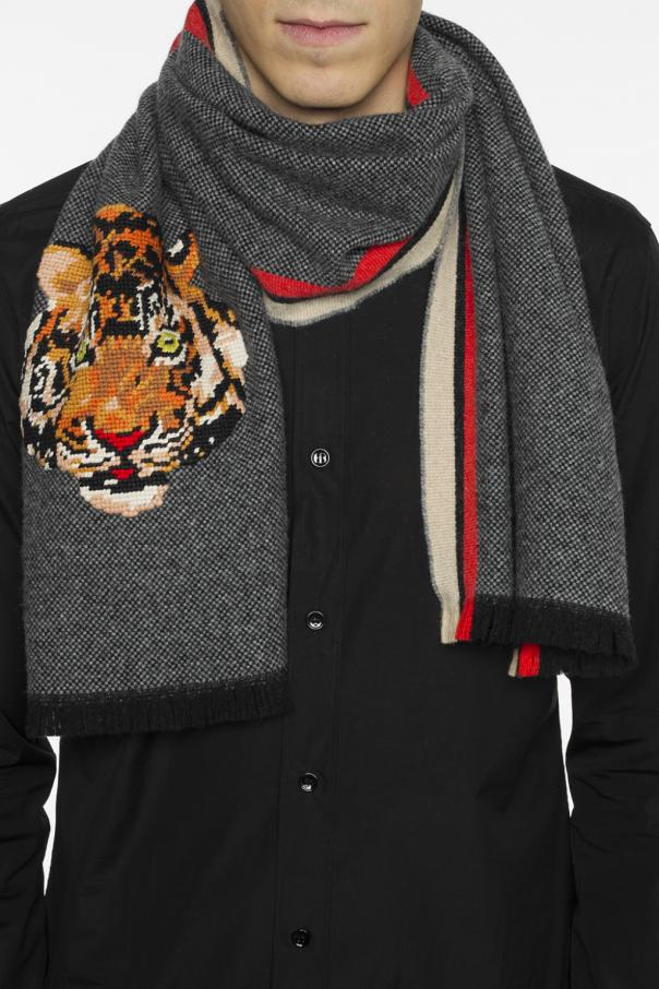 Tiger head-embroidered scarf od Gucci