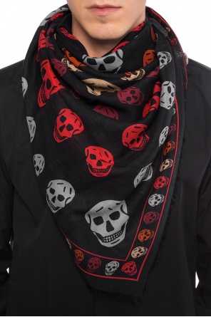 Shawl with a skull motif od Alexander McQueen