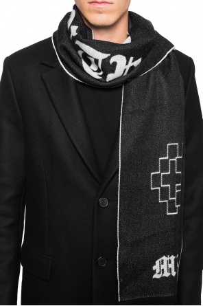 Scarf with lettering od Marcelo Burlon