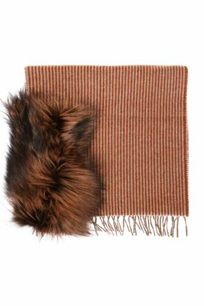 Fox fur scarf od Fendi