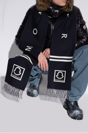 Wool scarf with logo od Moncler