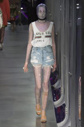 Distressed denim shorts od Gucci