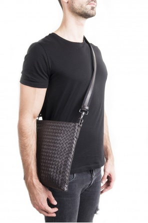 Shoulder bag with 'intrecciato' pattern od Bottega Veneta