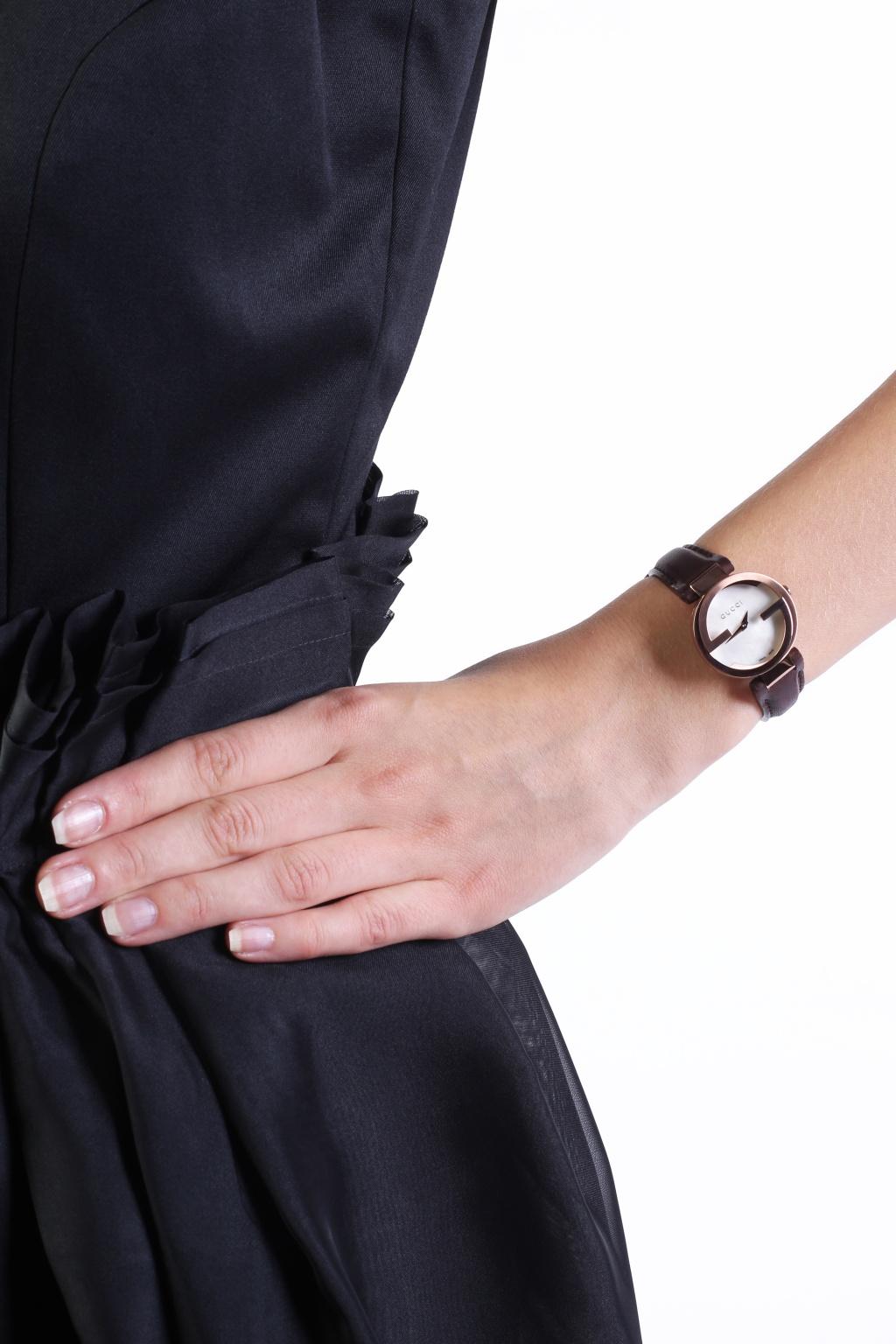 Gucci 'Interlocking' watch on leather strap